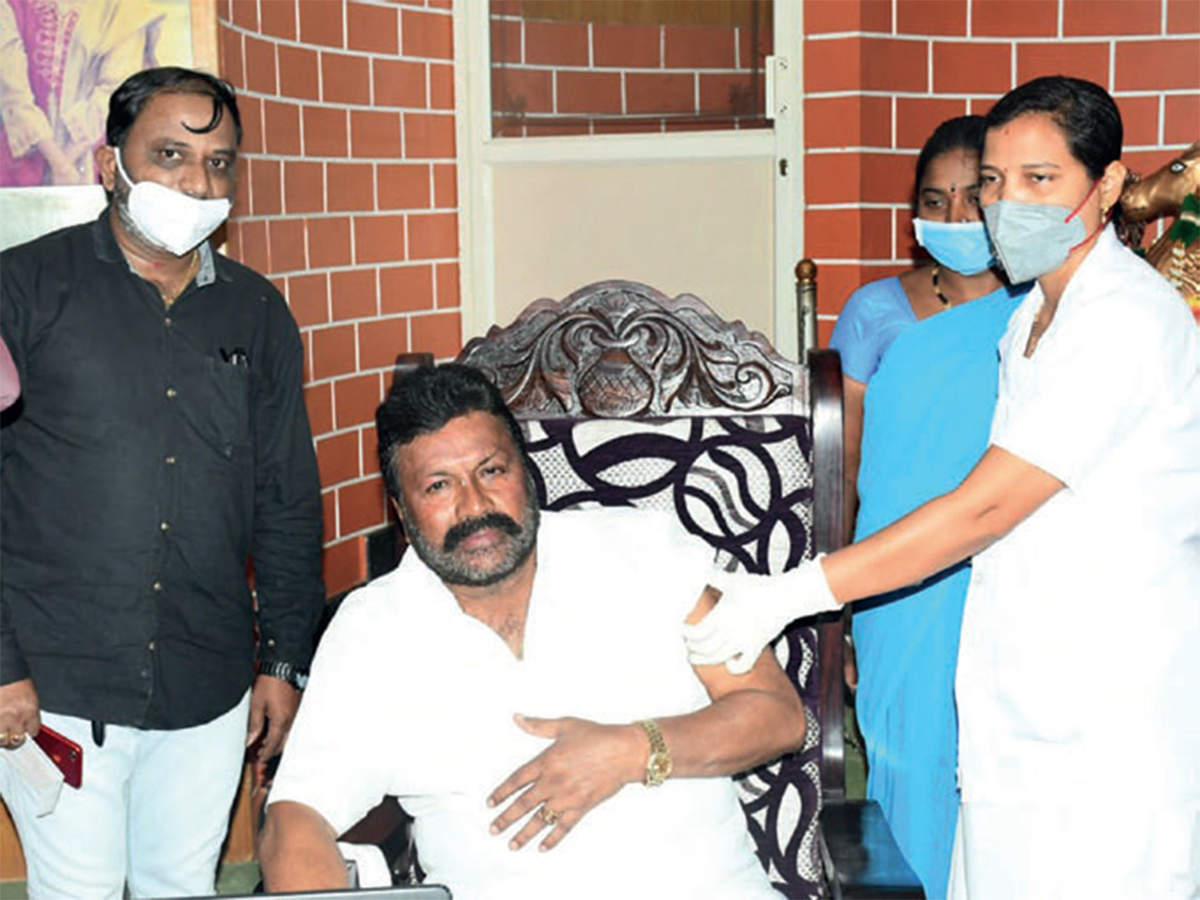 Minister takes jab at home, lands in controversy - Bangalore Mirror