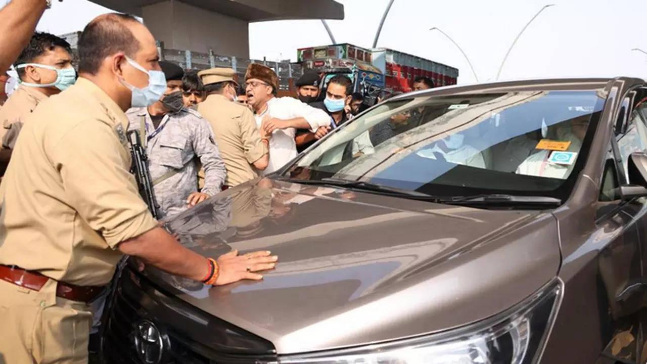 Priyanka Gandhi, detained by cops briefly, allowed to meet kin of man who died in custody