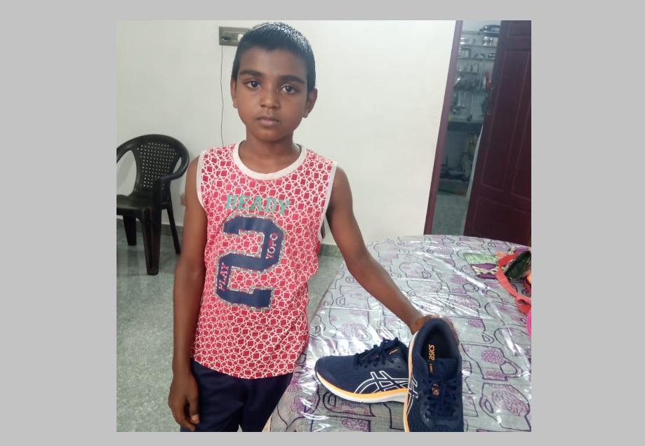 Rahul Gandhi keeps his promise, gives sports shoes to the Kanyakumari boy | India News