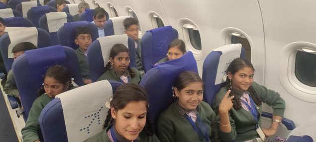 Madhya Pradesh: the principal uses his savings money to take students to Delhi   Indore News