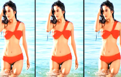 Sonal Chauhan's red hot bikini avatar in '3G'