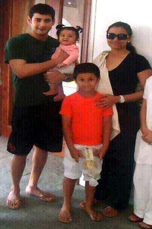 Mahesh Babu Son Mahesh Babus Family Photo Telugu Movie News