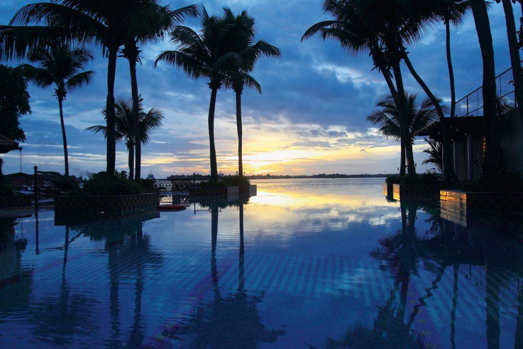 5 infinity pools that will keep you submerged all day