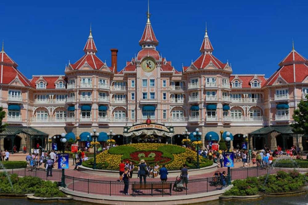 The Architecture of Disneyland Paris – Photo Tour
