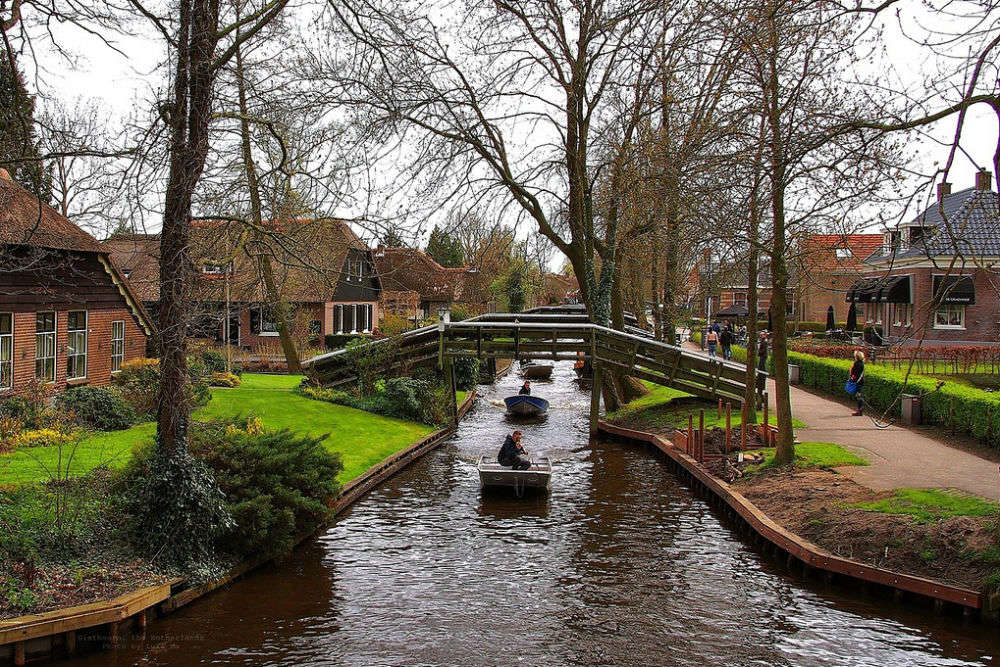 Giethoorn: The village without roads