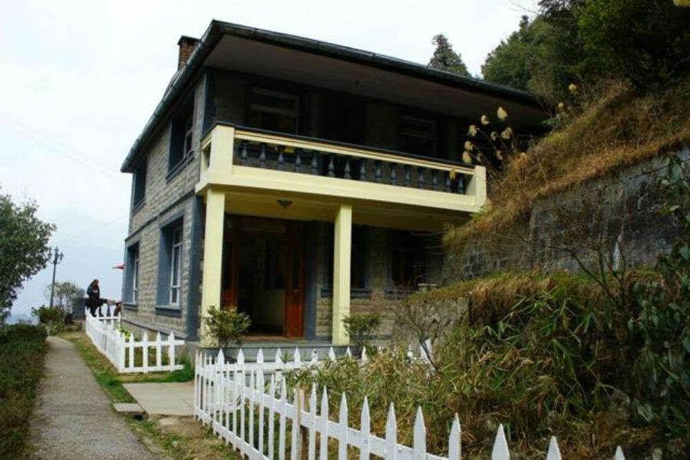 Picking a mid-range hotel in Darjeeling
