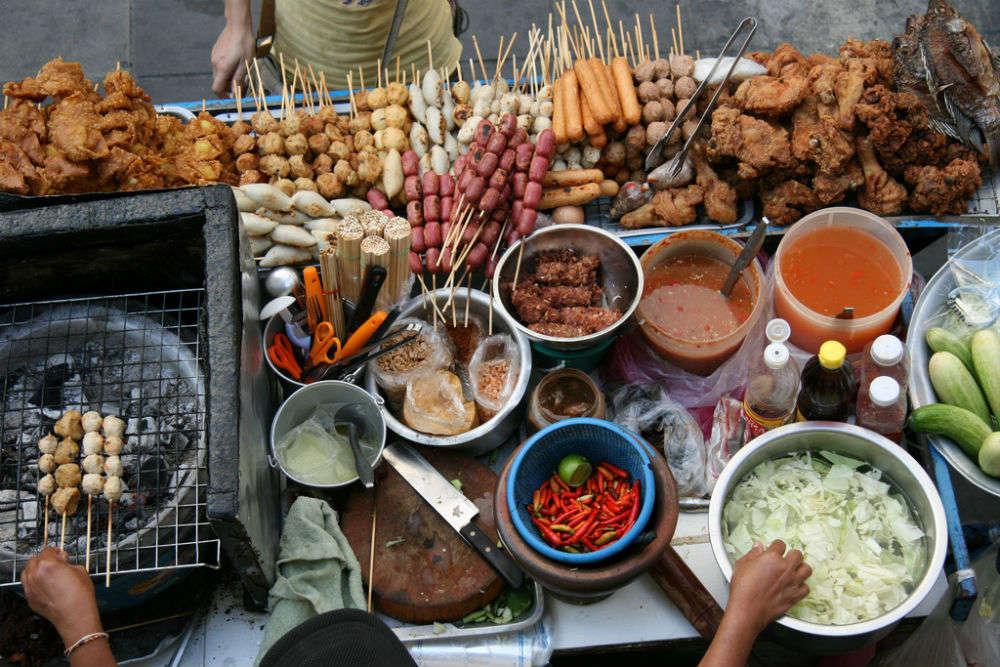 Food stalls at Tha Phrachan Pier