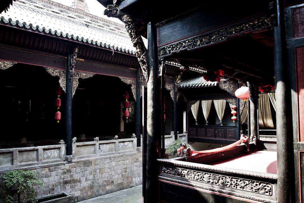 Watch Beijing Opera in Huguang Guild Hall