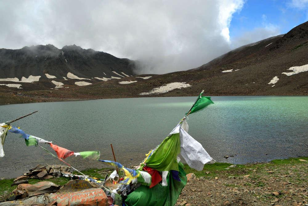 Hike to Temcho Lake
