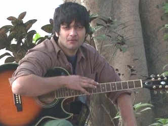 Watch Ali Fazal doing an impromptu jam session and playing the guitar    Hindi Movie News - Bollywood - Times of India