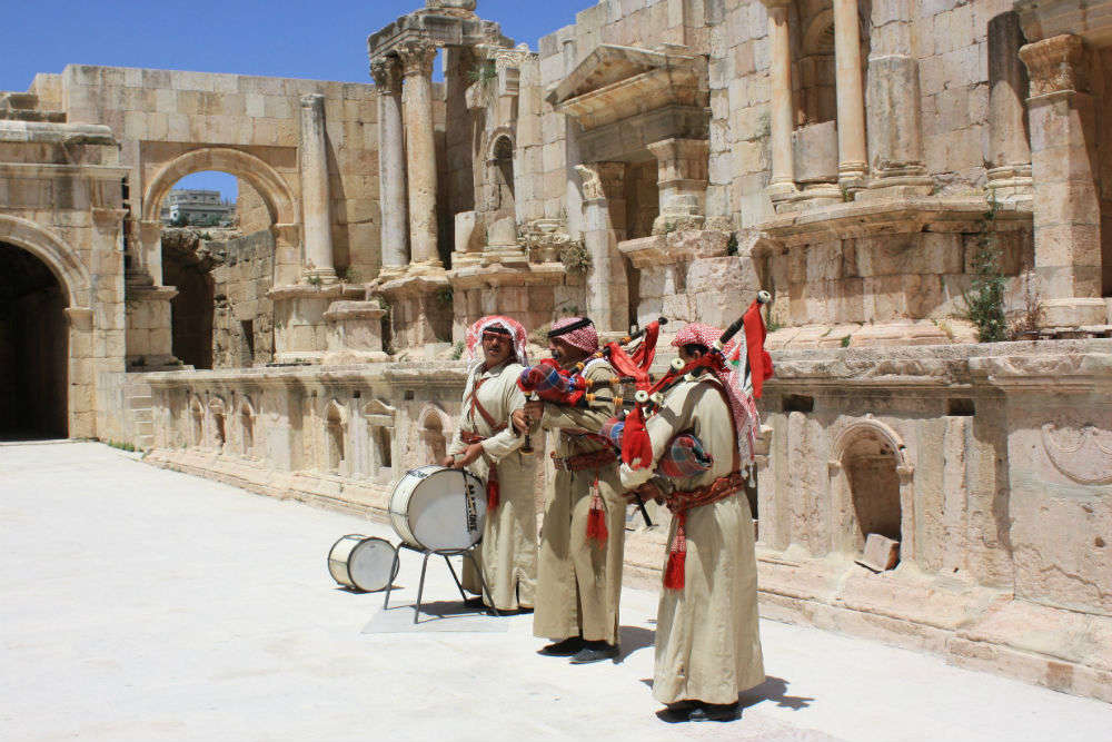 Local customs in Jordan