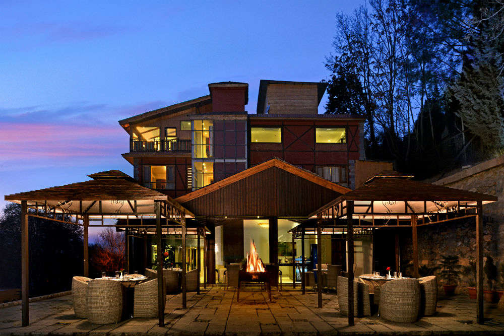 Top 5 mid-range hotels in Srinagar