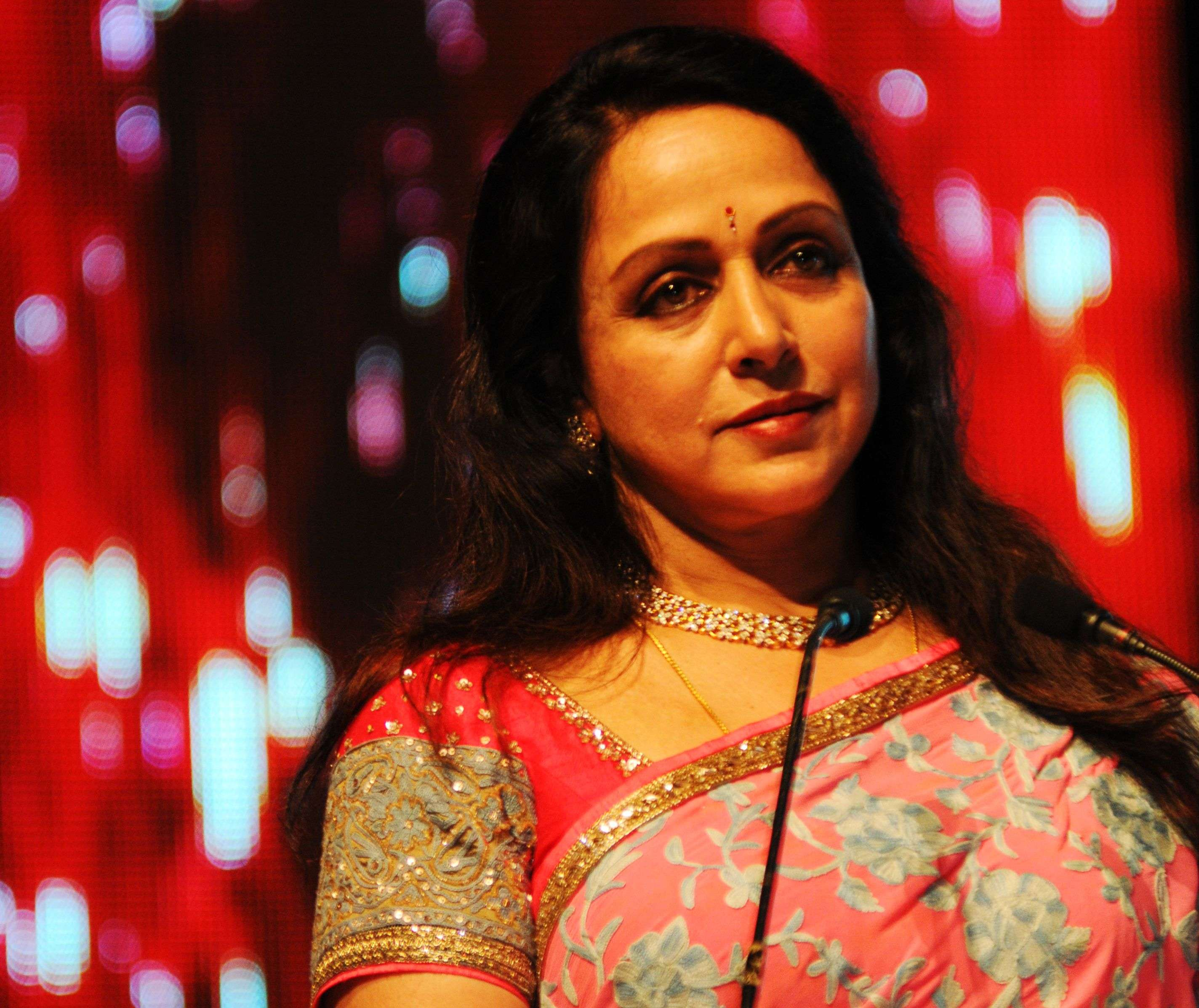 Hema Malini Rishi Kapoor Shabana Azmi Wish Speedy Recovery To Hema Malini Hindi Movie News Times Of India
