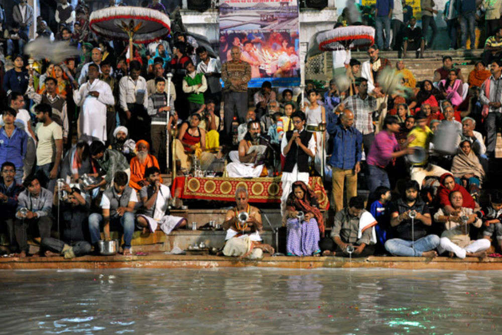 Attend the evening aarti at Varah Ghat
