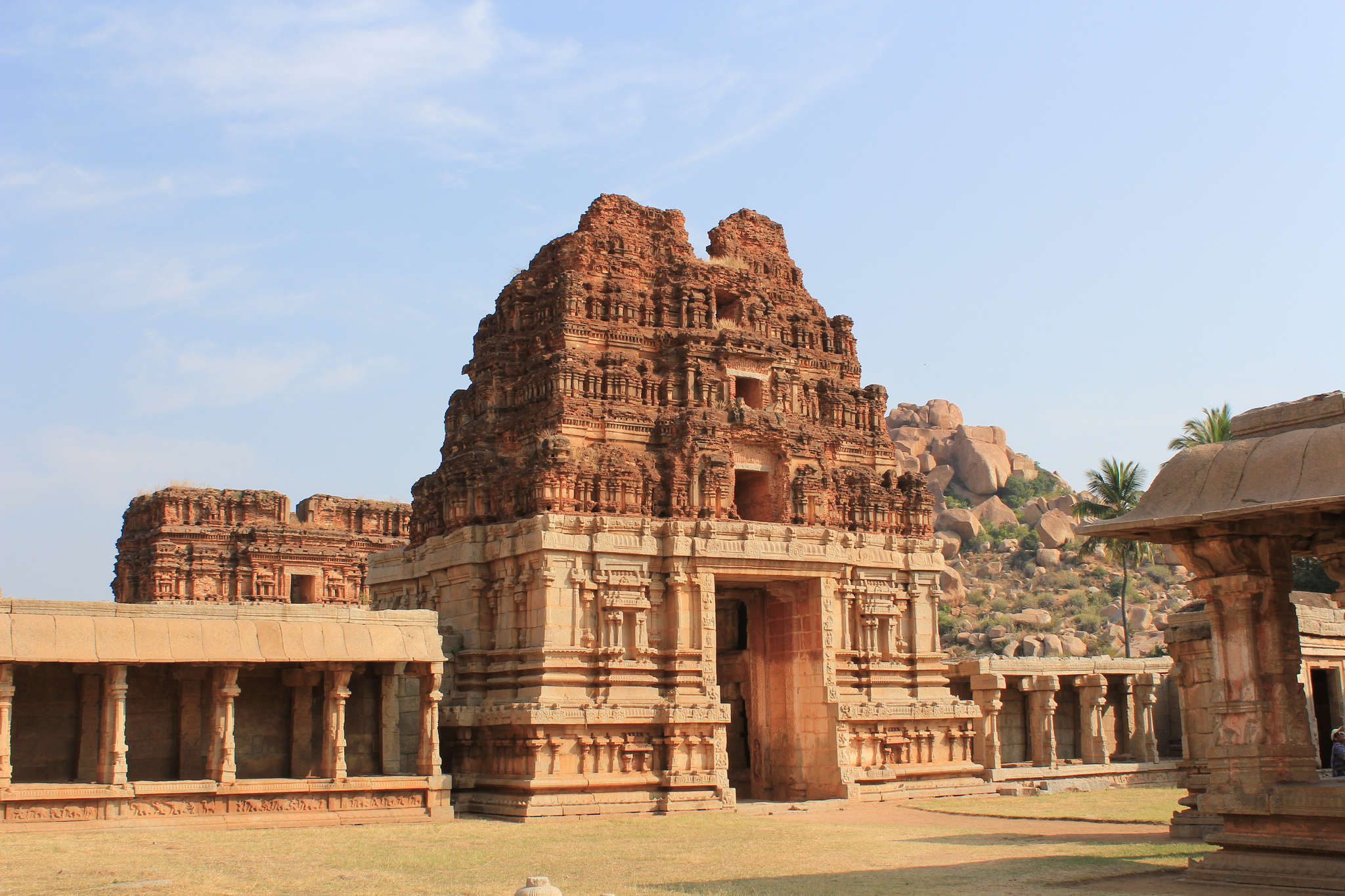 How to reach Hampi