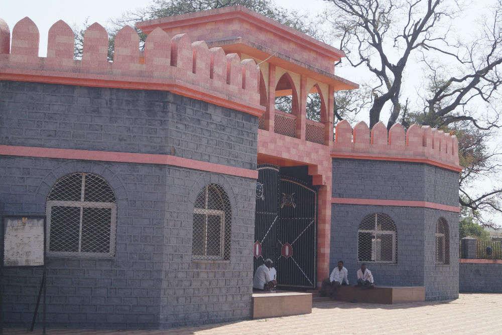 Maloji Raje Bhosle Gadi (Fortress) and Shahaji Raje Bhosle Monument