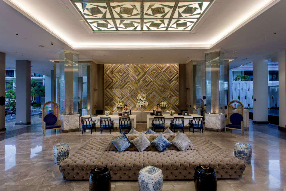 Drop your bags in these mid-range hotels of Bangkok