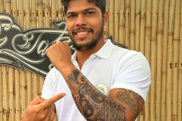 Virat Kohli Team India S Fast Bowler Umesh Yadav Opts For A Buddha