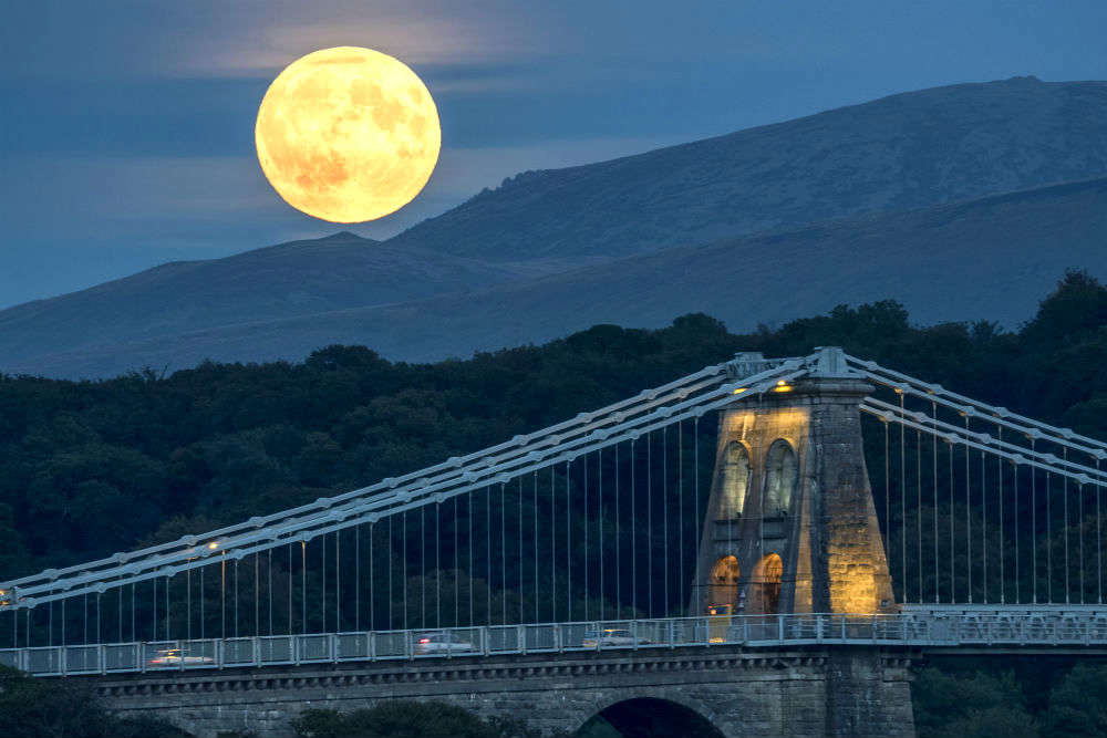 Following the biggest and the brightest Supermoon!