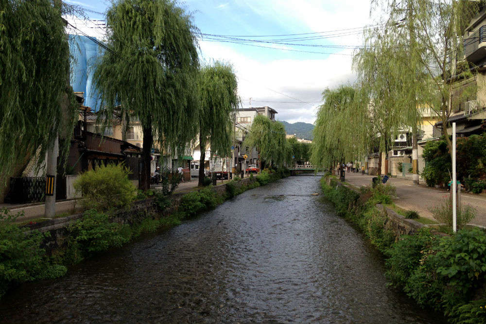 Visiting Shirakawa Minami-Dori – the most beautiful street in Asia