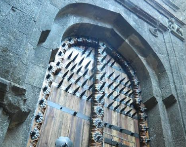 Raigad fort navi mumbai massive teak wood door for main for Teak wood doors in visakhapatnam