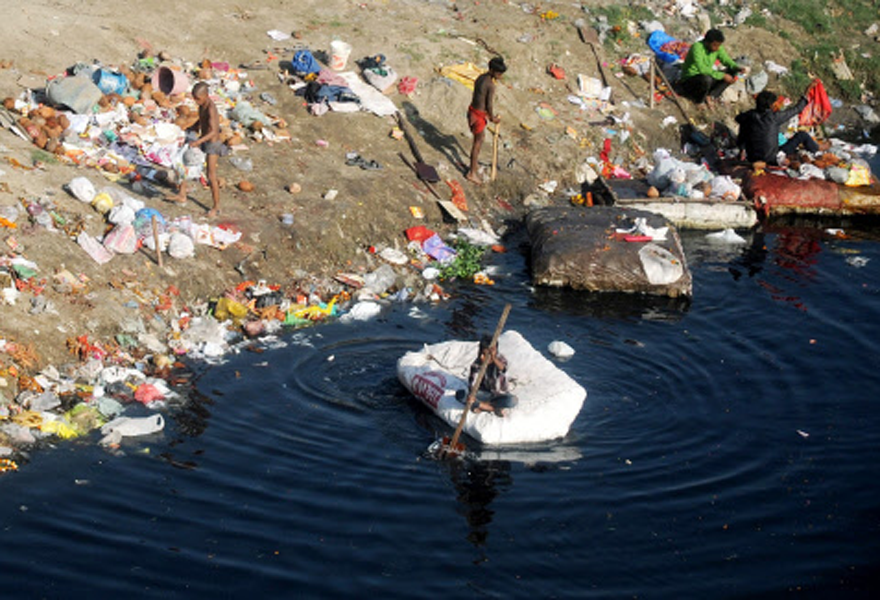 india water pollution essay In india, people have begun to realise the hazards of pollution and the government is actively looking into pollution control many important cities and areas which, are badly affected by water pollution, are, however, still uncovered and water pollution, with industrial wastes.