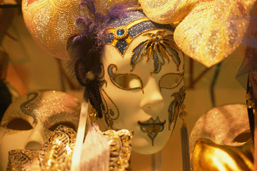 Decorate your own Venetian masks