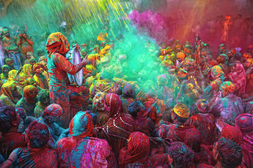 10 Instagrammers who are colouring it all on Holi this year!