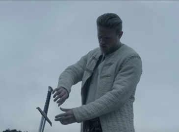 king-arthur-legend-of-the-sword-both-hands-clip