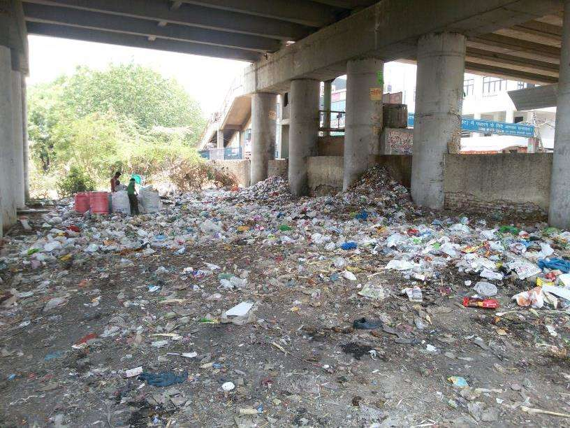 Garbage Menace at Palam Railway Station - Times of India