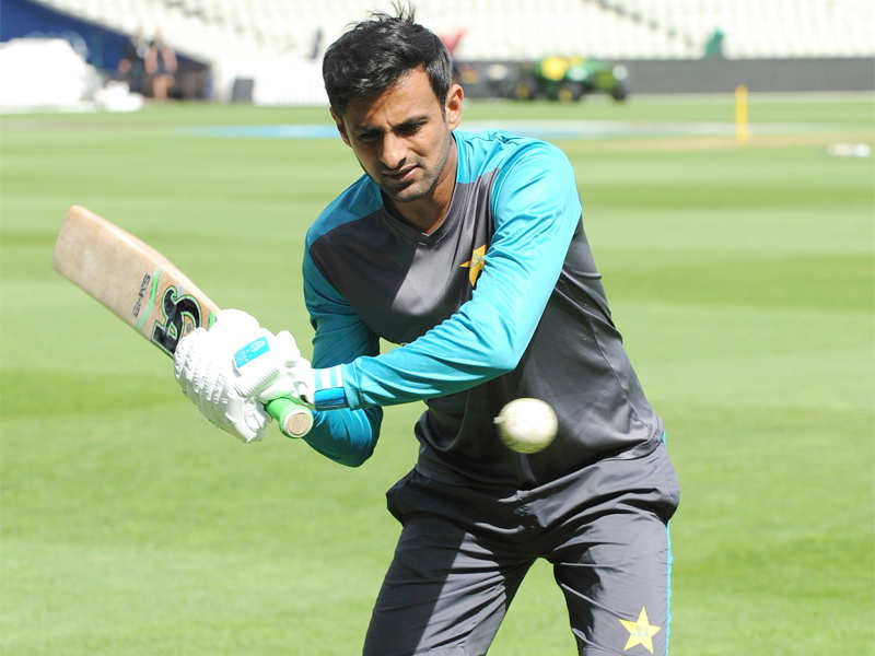 Shoaib Malik injured during fourth ODI versus New Zealand