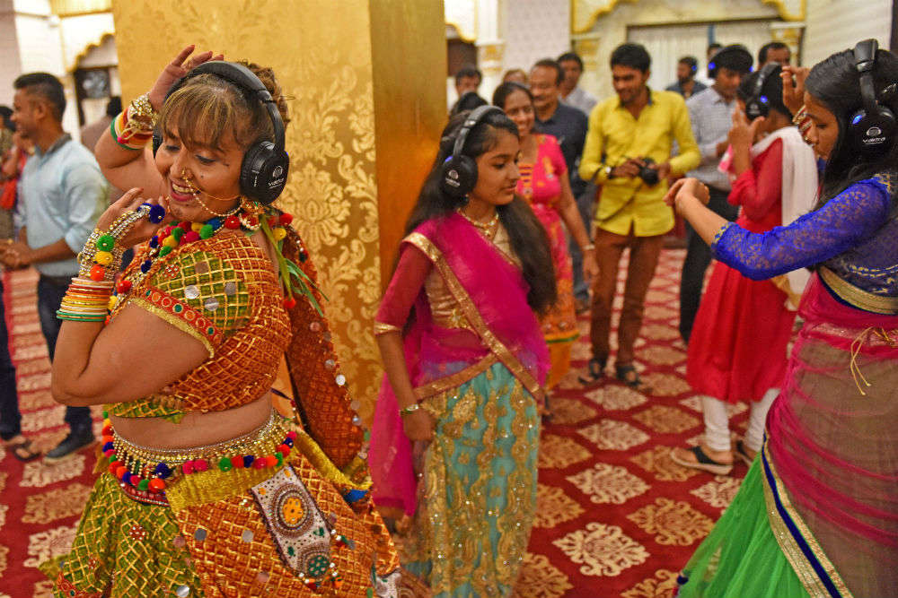 Navratri 2017: Silent Garba in Mumbai is taking the crowd by storm!