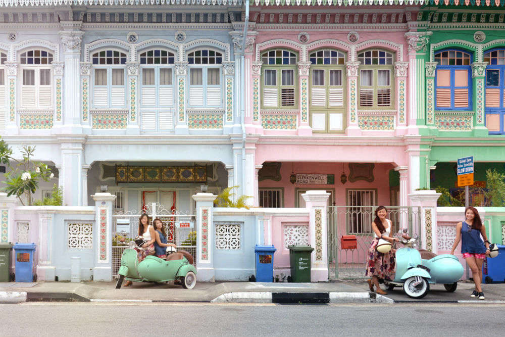 Singapore on a vintage Vespa sidecar, the Sholay way? Pretty much possible!
