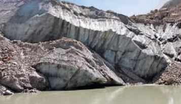 Debris alters course of Ganga near Gaumukh - Times of India