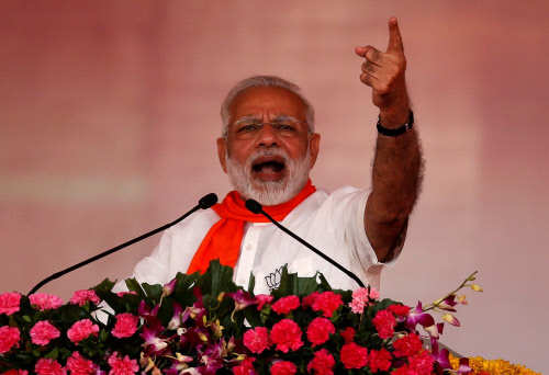 Modi tears into dynasty for being 'anti-Gujarat' - Times of India