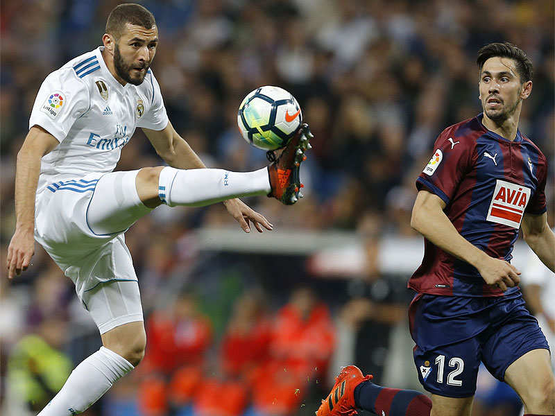 Routine win keeps Real pressure on Barcelona