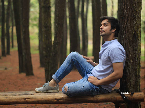 Manish Goplani: Manish Goplani sings an Indonesian track - Times of India