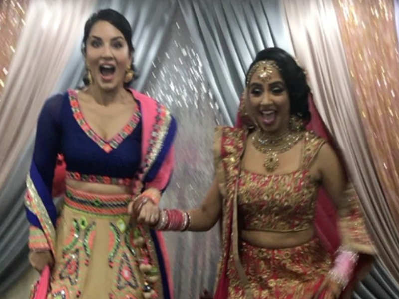 Pics Sunny Leone Has A Blast At Her Sister S Wedding In Canada Times Of India