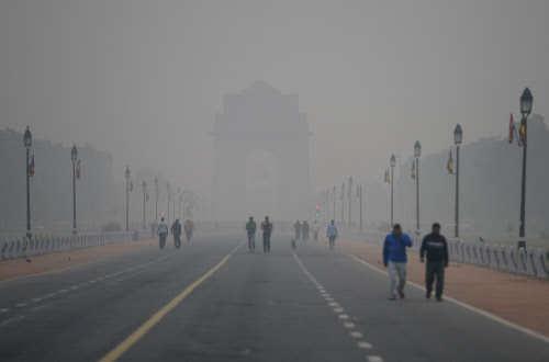 Delhi Smog Live News: Delhi-NCR chokes with thick smog