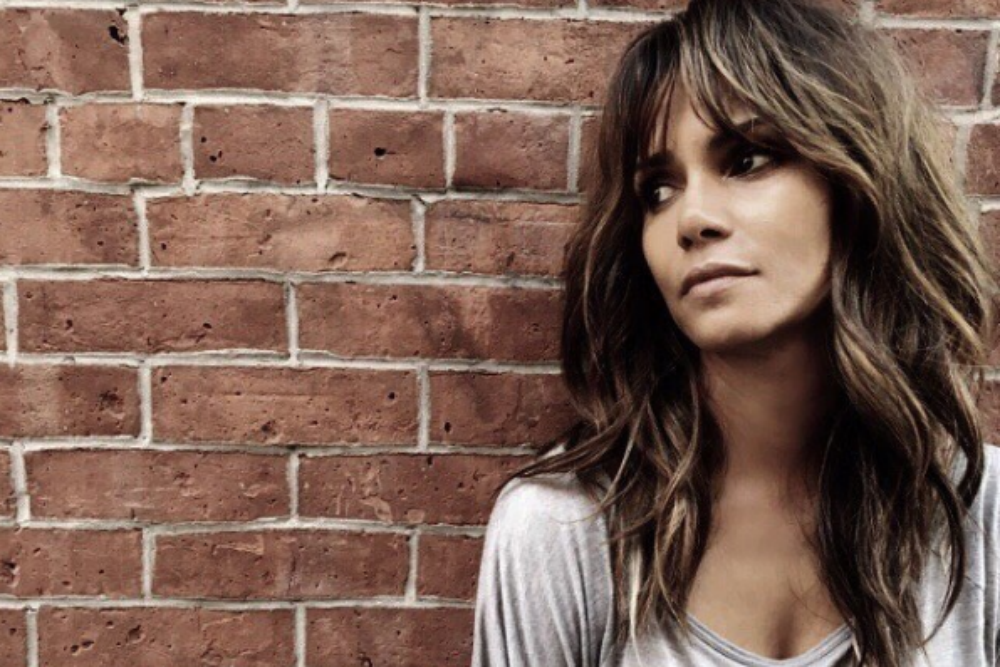 Alert for travellers in Mumbai: Halle Berry is roaming the city streets unnoticed!