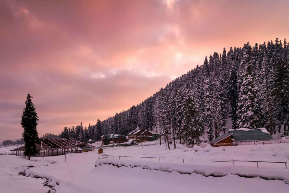 Kashmir tourism dept. announces 'Valley Weekend' to boost tourism this winter!