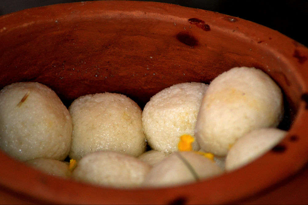 Now, West Bengal creates world's biggest 'Rasgulla' weighing 9 kg!