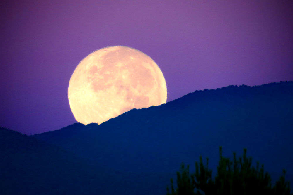 Supermoon to rise on December 3, 2017 – watch out for the rare sight!