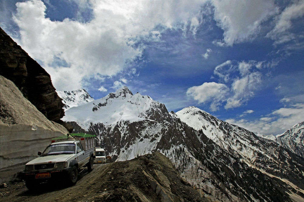 Srinagar-Leh highway linking Ladakh and Kashmir valley re-opens after fresh snowfall