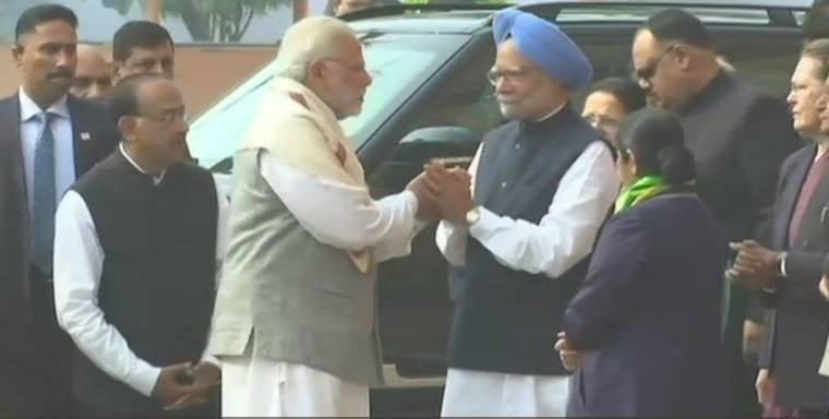 Awkward? PM Modi meets Manmohan Singh, days after accusing him of collusion with Pakistan - Times of India