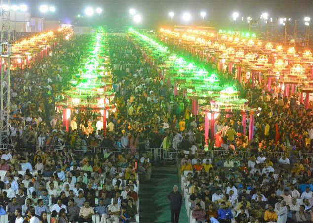 251 fatherless girls married off at mass wedding in Surat | Surat