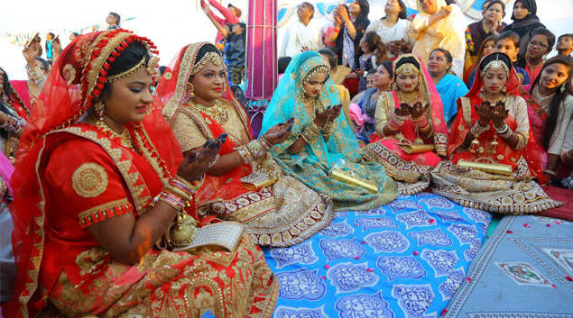 251 fatherless girls married off at mass wedding in Surat