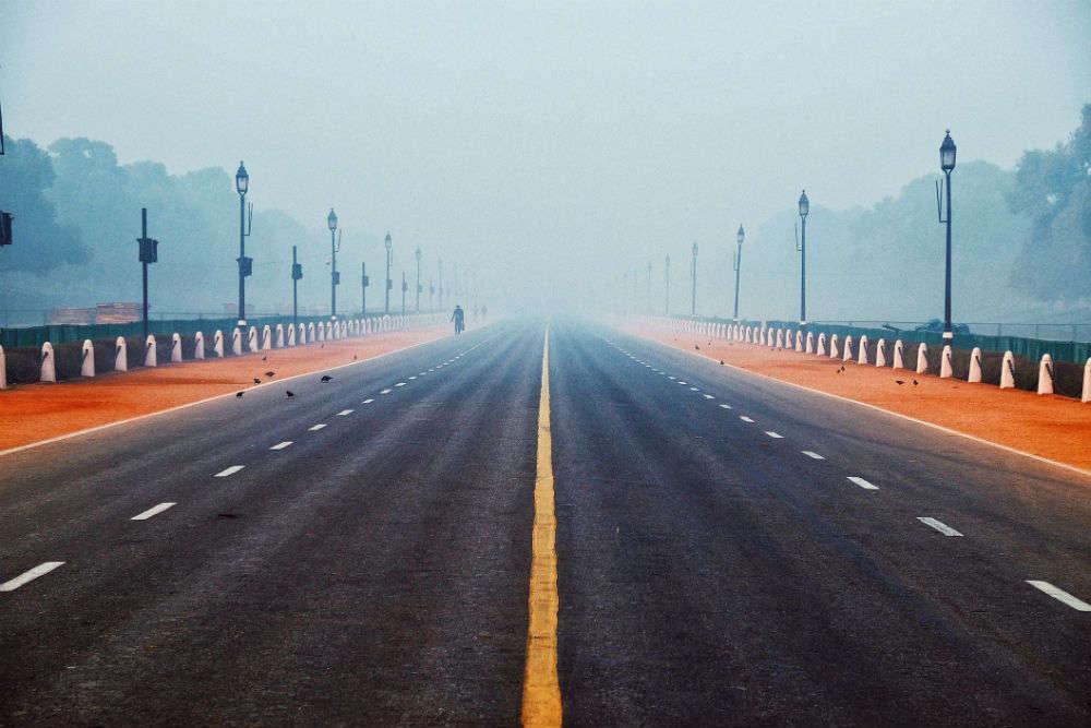 Fog in Delhi causes severe disruption in flight, train, and road traffic
