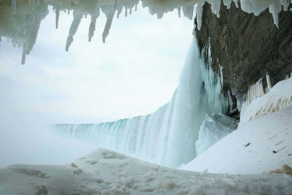 7 shots of a frozen Niagara Falls that've blown our mind off!