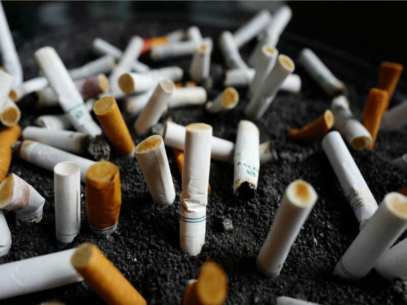 Cigarettes Marlboro but